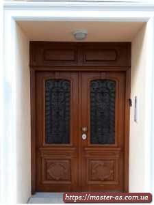Дверь деревянная входная (межкомнатная) из массива ольхи