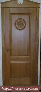 Дверь деревянная межкомнатная (входная) из массива ясеня с резьбой.