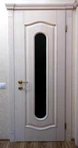 Межкомнатная дверь (ясень) покраска - патина, стекло - сатин, фурнитура AGB