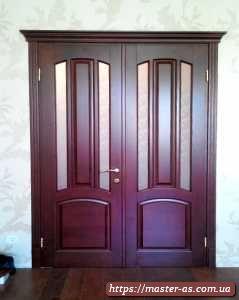Нестандартная межкомнатная деревянная дверь