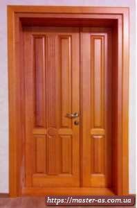Нестандартная межкомнатная дверь из дерева