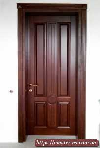 Стильная межкомнатная деревянная дверь