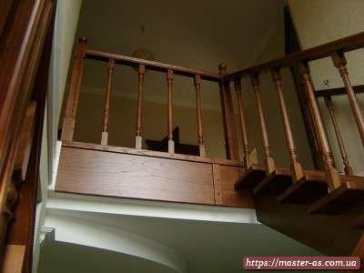 Фото: маршевая лестница из дерева в частном доме