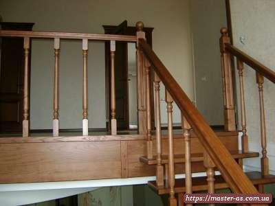 Маршевая деревянная лестница: балясины и перила из дерева