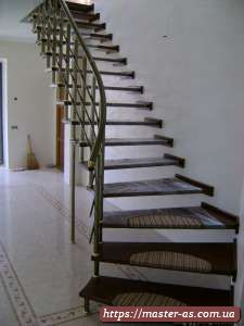 Изделия из дерева – ступени для лестницы.