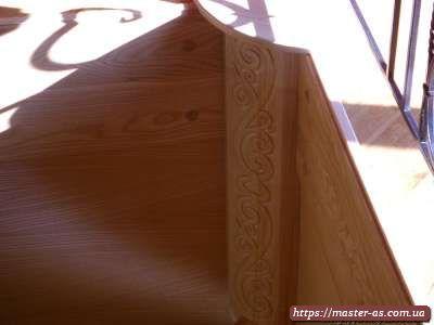 Резные изделия из дерева: ступени лестницы