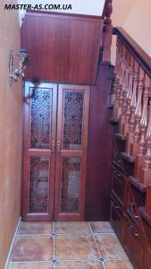 Шкаф встроенный под лестницей