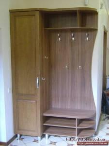 Деревянный шкаф для прихожей