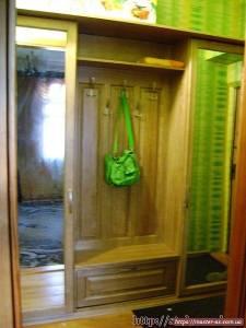 Прихожая: шкаф для одежды