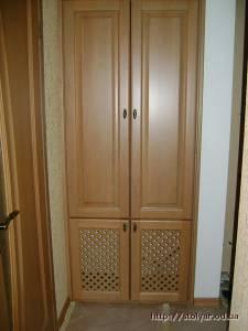 Шкаф встроенный деревянный для прихожей.