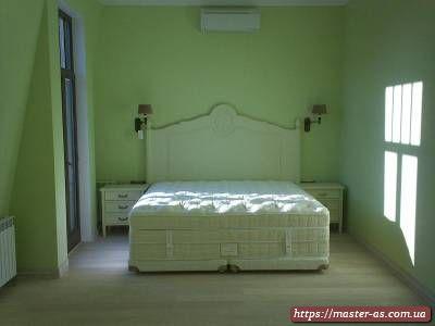Кровать из массива дерева для спальни