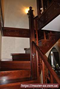 Деревянные ступени для лестниц.