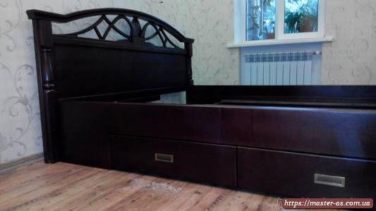 Мебель для спальни: кровать из дерева двуспальная