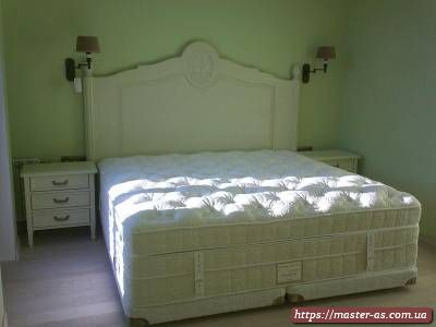 Кровать двуспальная из дерева белая