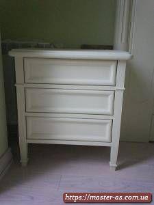 Белая деревянная тумба для спальни с ящиками