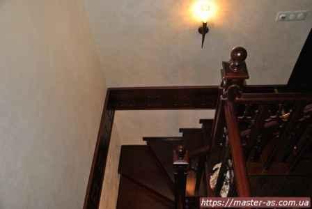 Перила деревянных лестниц.