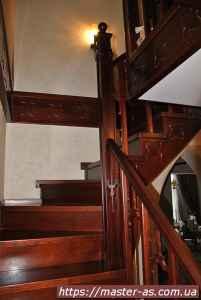 Лестничные ступени из дерева, изготовленные и смонтированные в Одессе.