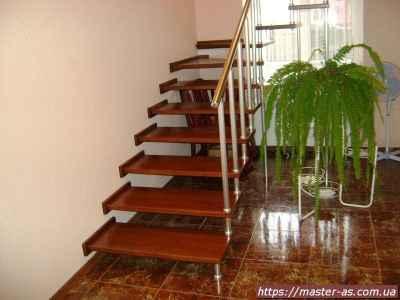Изделия из дерева: фото деревянной лестницы на больцах