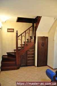 Изготовление деревянных лестниц в Одессе
