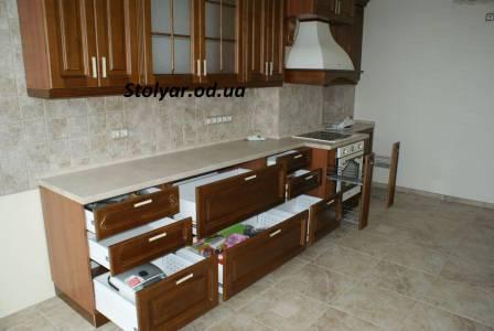 Фото кухонного гарнитура с выдвижными ящиками