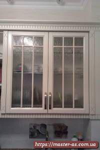 Кухня Виктория: деревянные навесные шкафы