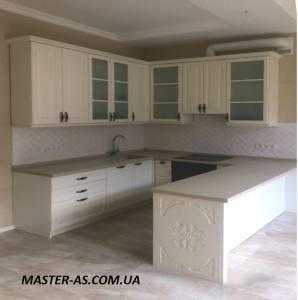 Кухня деревянная для квартиры-студии