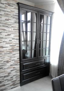 Кухонная деревянная мебель: шкаф для посуды