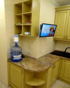 Угловой рабочий стол деревянной мебели для кухни