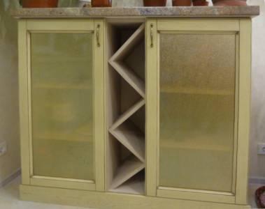 Навесные шкафы от комплекта деревянной кухонной мебели